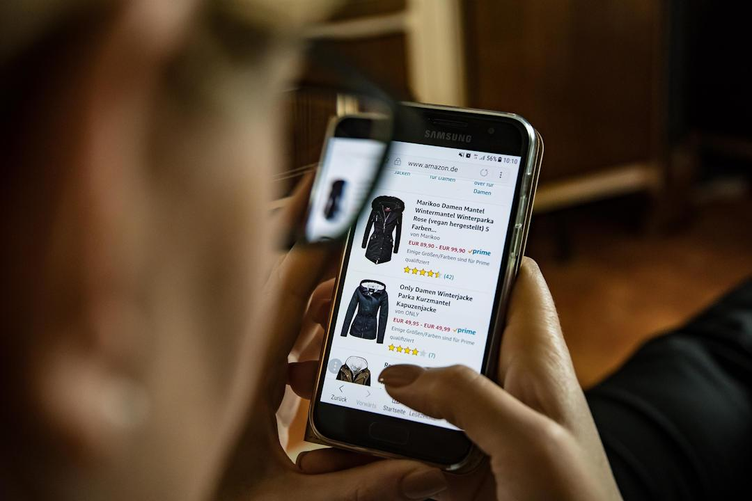 Online Shopping Using a Smartphone